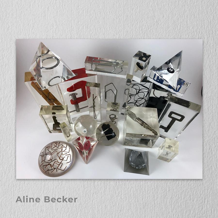 Artista: Aline Becker - Título: Blocos Lógicos Tamanhos variados - Técnica: Escultura em resina