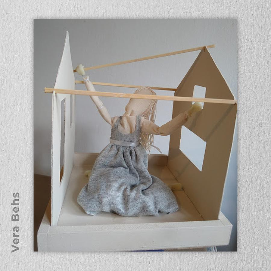 Artista: Vera Behs - Título: Vida 20cm x 20cm x 23cm - Técnica: escultura textil Valor R$ R$ 200,00 (sem a caixa de vidro que pode ser providenciada)