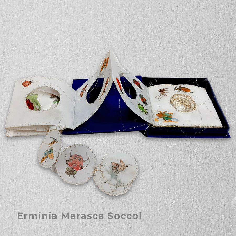 Artista: Erminia Marasca Soccol - Título: Magia: O admirável mundo dos insetos 15cm x 15cm x 3cm - Técnica: Bordado, pintura e colagem Valor R$ 450,00