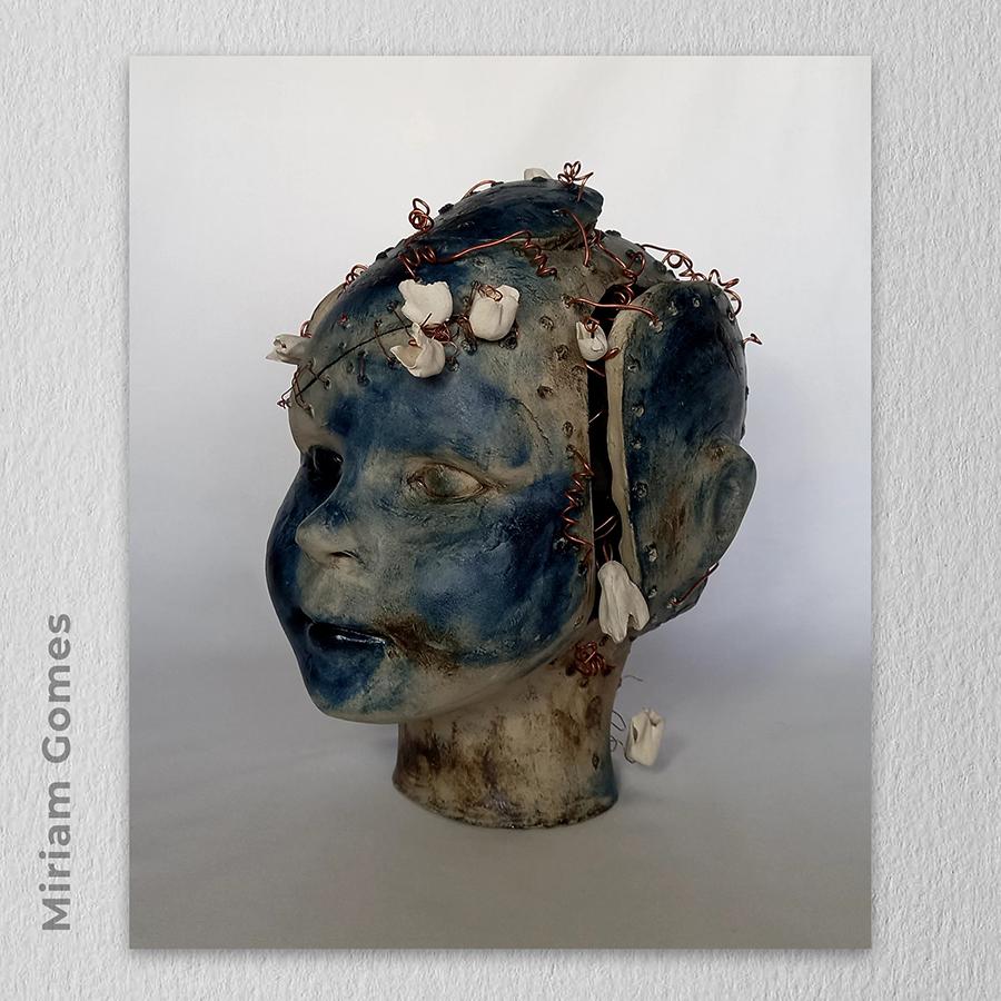 Artista: Miriam Gomes - Título: Esperança 19cm x 20cm x 22cm - Técnica: cerâmica Valor R$ 520,00